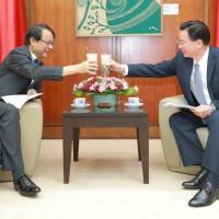 接見日本新任駐台灣代表 吳釗燮行「珍奶外交」