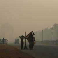 空污嚴重如入毒氣室 印度新德里陸空交通大亂