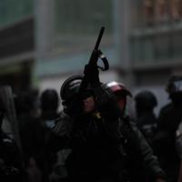 香港遍地開花抗爭 警察射催淚彈擊傷記者