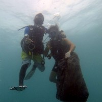 台灣新竹市潛水員「海底撈」團隊 年除200公斤海底垃圾