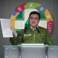 主席卓榮泰14日晚召開記者會,公布不分區名單。中央社