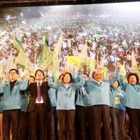 【台灣2020大選】 蔡總統與賴清德攜手出席高雄競選總部成立大會 「蔡賴配」17日上午9點正式宣布
