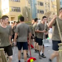 香港解放軍首度出動「清理路障」 民主派: 危險信號、憂擦槍走火