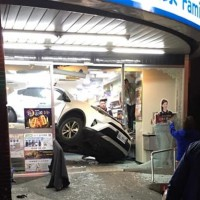 SUV sent flying into FamilyMart in N. Taiwan