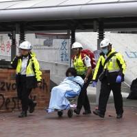 20日早上留守理大的示威者, 至少3人因身體不適送醫 (美聯社)