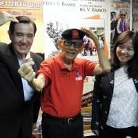 Ex-Philippine president praises Taiwan