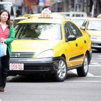 Taiwanese pedestrians should walk toward traffic: professor