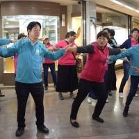 【台灣2020大選】賴清德草屯市區跳「菜頭粿舞」 場面熱鬧舞姿逗趣