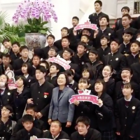 Japanese students amazed to meet Taiwan's president on Presidential Office tour