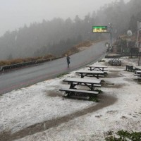 Snow spotted falling on Taiwan's Hehuanshan
