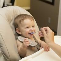 嬰兒當以「米粥」為主食? 兒科醫學會斥無稽