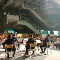 大提琴家郭虔哲號招國際好手 台北美術館擠滿人潮聽音樂