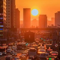 Taipei's version of Manhattanhenge on Zhongxiao West Road (Photographer唐榮國 Facebook photo)