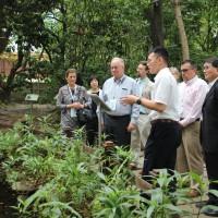 美國農業部首度籌組的貿易訪團在24日前往義美食品公司的工廠參訪
