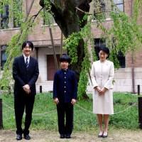 日皇交接敏感時刻 悠仁王子學校座位被放2把菜刀