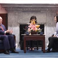 蔡英文接見美參議員 重申臺灣有意願及能力做出更多貢獻