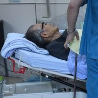 遭通緝前立委張俊宏赴總統府「投案」 因身體不適送醫