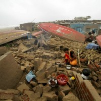 Powerful cyclone leaves 34 dead in India, 15 in Bangladesh