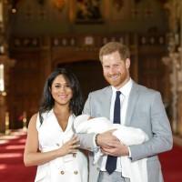 哈利梅根抱兒子首度亮相 小王子超冷靜不甩鎂光燈