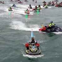 挑戰太平洋乘風破浪10小時 47部水上摩托車前進石垣島