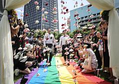 Same-sex couples welcome at mass weddings in northern Taiwan