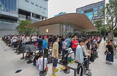 Apple opens second Taiwan store