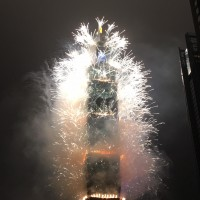 Taipei 101 New Year's Eve fireworks display lights up Taiwan sky (Video)