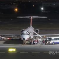 遠東航空延後發12月薪水、稱有港商願投資 民航局: 若有陸資就不許可