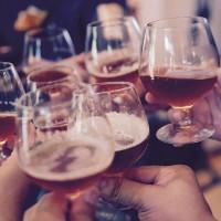 美國研究:喝酒臉紅是警訊 罹癌機率高 還會提高失智風險