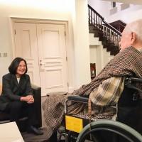 蔡英文拜會李登輝 祝賀98歲生日