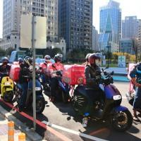 台灣北中南foodpanda外送員串聯罷工 抗議公司片面毀約、降低薪資