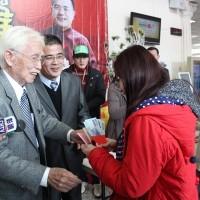 Taiwan elder statesman donates NT$5.8 million to underprivileged families