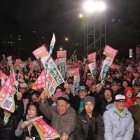 Poll shows Taiwan's DPP has far stronger base than KMT