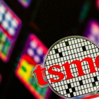 Intel discusses outsourcing chips with Taiwan's TSMC and Samsung
