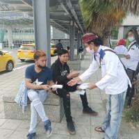 屏東縣自製6國外語防疫圖卡 移工暖心主動送口罩幫宣導