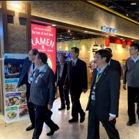 Taoyuan mayor bolsters Taiwan airport businesses against Wuhan virus fallout
