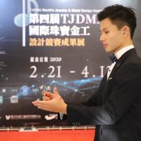 國際珠寶設計得獎名單揭曉 台灣聾人模特兒「晃」出金工之美