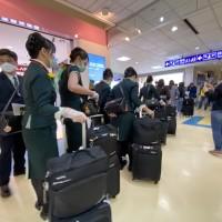 【武漢肺炎】曾搭載澳籍確診旅客 長榮班機和組員今晨抵台