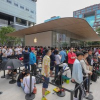 Apple closes all stores outside of Taiwan and China amid coronavirus fears