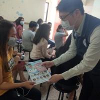 移民署、衛生所攜手多語衛教 臺南廠區移工防疫一把罩
