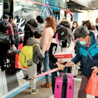 【武漢肺炎】首班華航類包機乘客解除隔離 153人採檢呈陰性反應