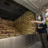 蔡英文視察公糧整備情形 糧食至少有28個月消費存量