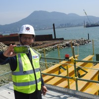 Landmark Tamkang Bridge takes shape across N. Taiwan's widest estuary