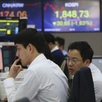 Asian shares rise moderately as oil prices recover