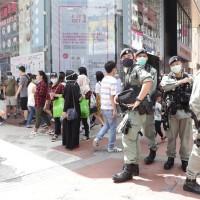港警湧進沙田商場 噴胡椒劑驅趕反送中支持者