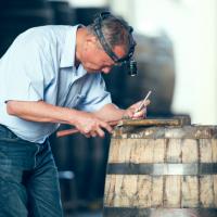 有影片!520總統就職紀念威士忌酒款 橡木桶修復師研發台灣專屬工藝