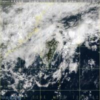 台灣各地受鋒面影響 各地有雨高溫降天氣悶熱