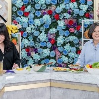 Tsai appears on astrologer's show to promote Taiwan's national products