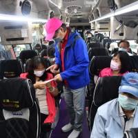 Taiwan economics minister unveils new coronavirus mask policy