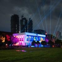 台灣空總圍牆拆了!嘻哈歌手大支、光雕藝術家陳怡潔聯手出擊 神秘的戰情大樓成「限時動態公園」